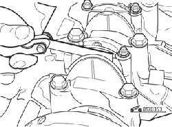 Измерение бокового зазора нижней крышки шатуна