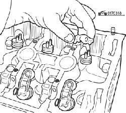 Снятие роликовых коромысел с головки блока цилиндров